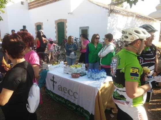 IX Marcha en bicicleta contra el c%C3%A1ncer069 560x420 - Galería de fotos y vídeo de la IX Marcha en bicicleta