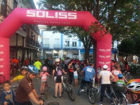 IX Marcha en bicicleta contra el c%C3%A1ncer095 560x420 - Galería de fotos y vídeo de la IX Marcha en bicicleta
