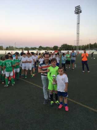"""alcalde sergio garcia navas en V torneo futbol 8 315x420 - V Torneo de fútbol 8 """"Virgen de la Soledad"""""""