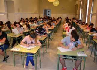 alumnos haciendo la paeg selectividad 2016