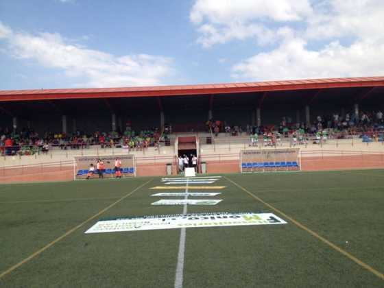 """campo de futbol de herencia 560x420 - V Torneo de fútbol 8 """"Virgen de la Soledad"""""""