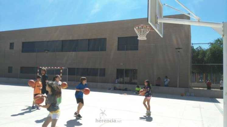 deporte en clausura de escuelas deportivas 1 746x420 - Fiesta de fin de curso de las Escuelas Deportivas Municipales