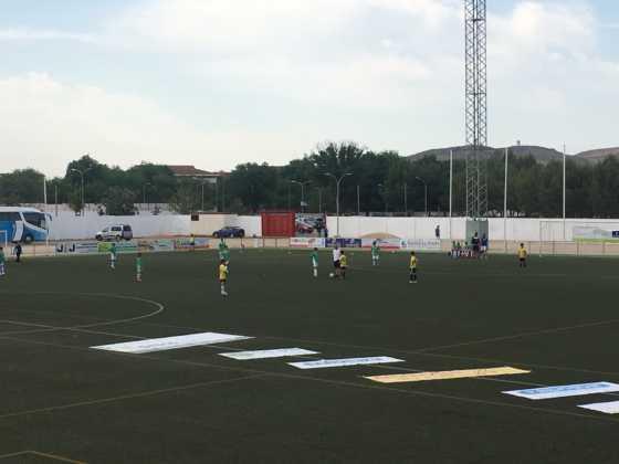 """equipos jugando v torneo futbol 8 560x420 - V Torneo de fútbol 8 """"Virgen de la Soledad"""""""
