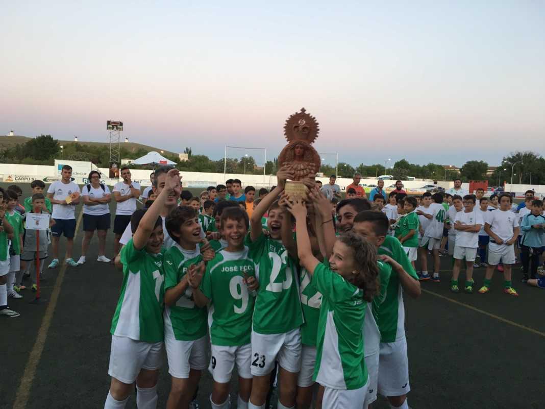 """ganadores V torneo de futbol 8 1068x801 - V Torneo de fútbol 8 """"Virgen de la Soledad"""""""