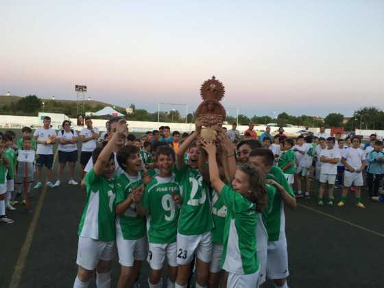 """ganadores V torneo de futbol 8 560x420 - V Torneo de fútbol 8 """"Virgen de la Soledad"""""""