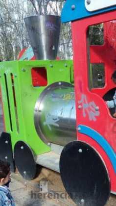 lamentable estado del parque infantil en herencia 1 237x420 - Campaña para que arreglen y reacondicionen el parque infantil