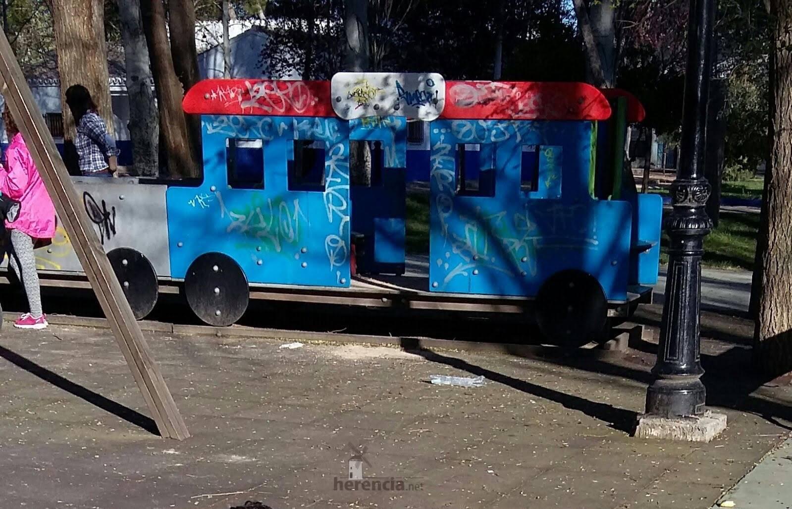 lamentable estado del parque infantil en herencia - 2