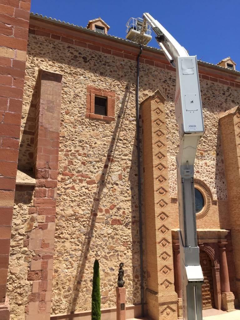 obra limpieza tejados iglesia parroquial de Herencia1 - Limpieza de los tejados de la iglesia parroquial de Herencia