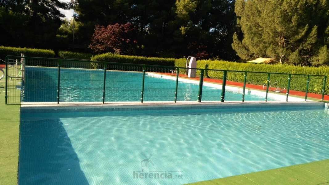 piscina municipal lista para verano 2016 foto twitter 5 1068x601 - El 15 de junio comienza la temporada de baño en el complejo de la Piscina Municipal de Herencia