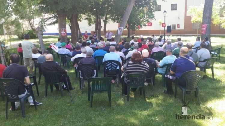 un poco de publico en encuentro de psoe herencia 749x420 - PSOE organizó un encuentro intergeneracional en Herencia