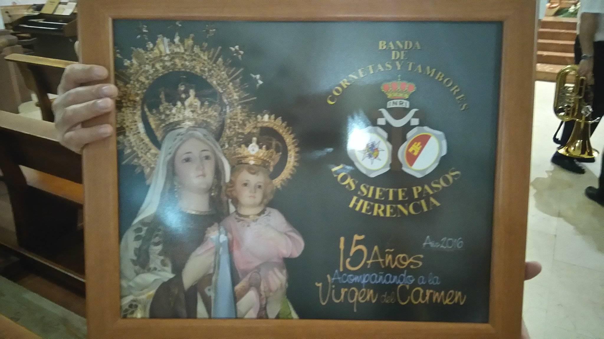 15 años con la Virgen del Carmen. Fotos twitter @bandasietepasos