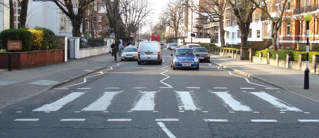 Abbey Road paso cebra famoso - Repintado de pasos de peatones y marcas viales en Herencia