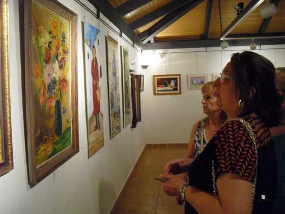 Exposicion de oleos de Inmaculada Garcia Vallejo y Jesus Mata 16 560x420 - Galería de fotos Exposición de Óleos de Inmaculada García Vallejo y Jesús Mata
