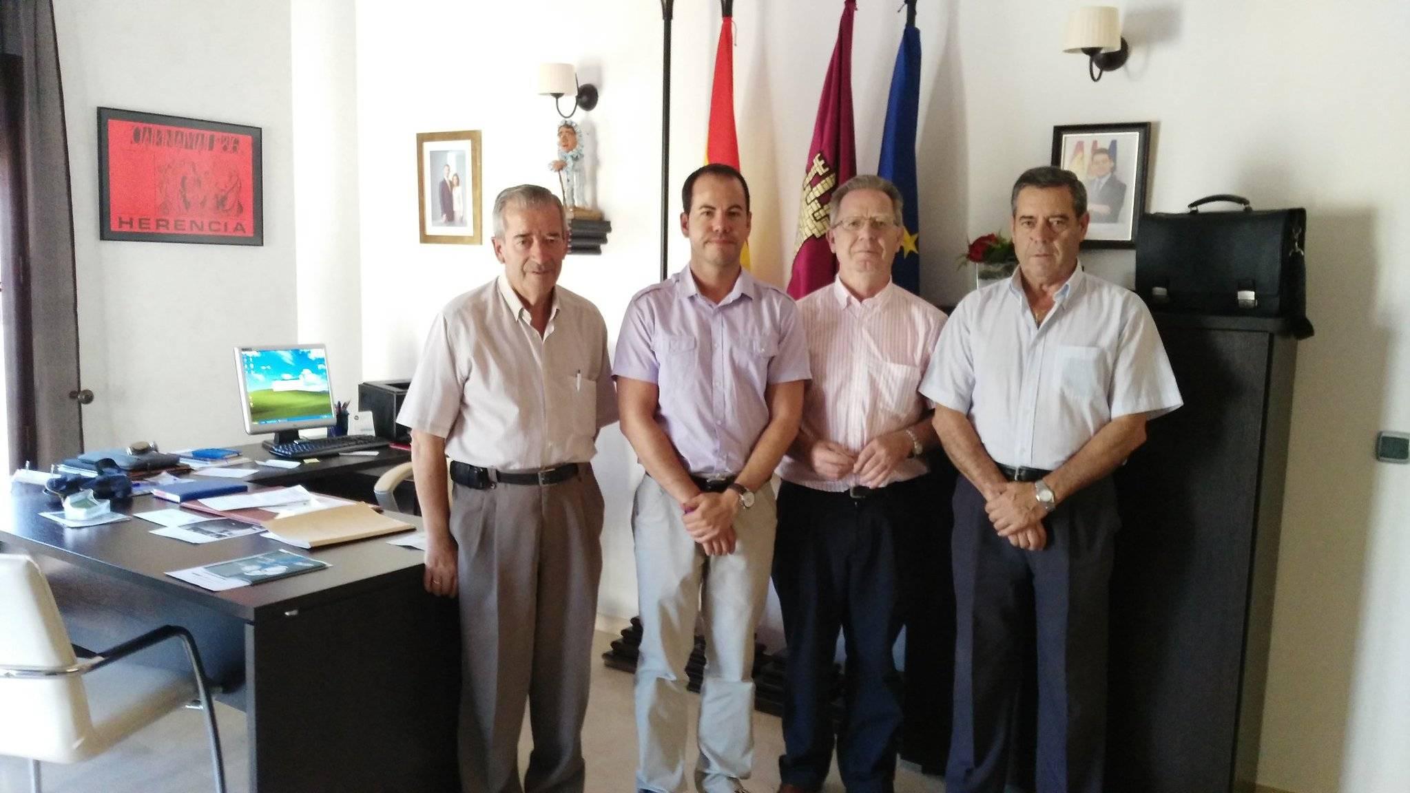 alcalde herencia y directiva regional union democratica de pensionistas - El alcalde se reúne con la Unión Democrática de Pensionistas