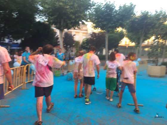 carrera herencia colours run con movil de 11 560x420 - La Marcha Herencia Colours mueve a más de 600 herencianos