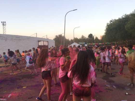 carrera herencia colours run con movil de 12 560x420 - La Marcha Herencia Colours mueve a más de 600 herencianos