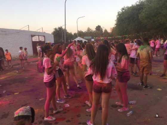 carrera herencia colours run con movil de 24 560x420 - La Marcha Herencia Colours mueve a más de 600 herencianos