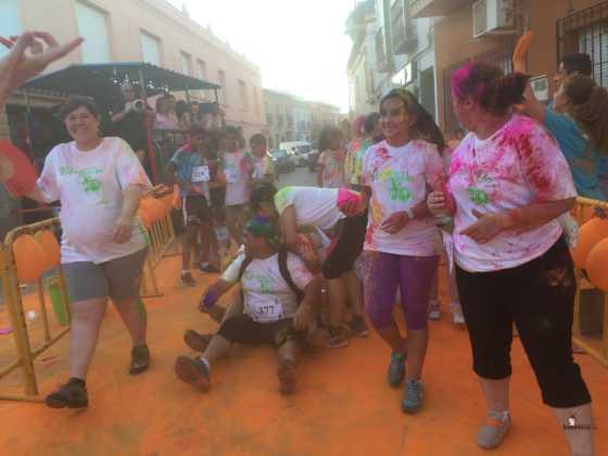 carrera herencia colours run con movil de 25 560x420 - La Marcha Herencia Colours mueve a más de 600 herencianos