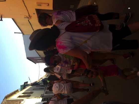 carrera herencia colours run con movil de 28 560x420 - La Marcha Herencia Colours mueve a más de 600 herencianos