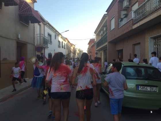carrera herencia colours run con movil de 34 560x420 - La Marcha Herencia Colours mueve a más de 600 herencianos