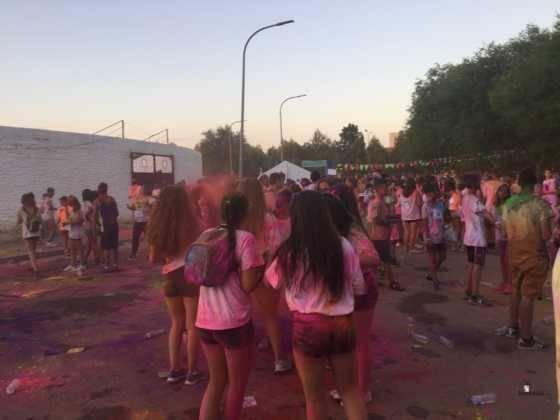 carrera herencia colours run con movil de 37 560x420 - La Marcha Herencia Colours mueve a más de 600 herencianos
