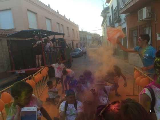 carrera herencia colours run con movil de 41 560x420 - La Marcha Herencia Colours mueve a más de 600 herencianos