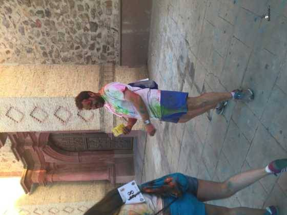 carrera herencia colours run con movil de 44 560x420 - La Marcha Herencia Colours mueve a más de 600 herencianos