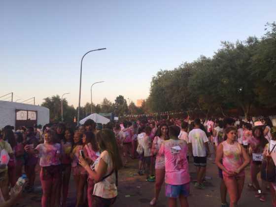 carrera herencia colours run con movil de 53 560x420 - La Marcha Herencia Colours mueve a más de 600 herencianos