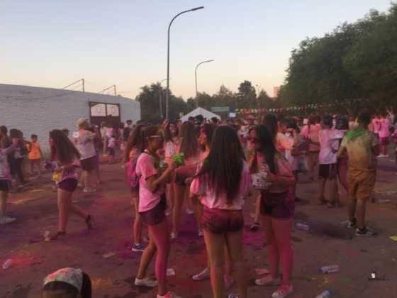 carrera herencia colours run con movil de 60 560x420 - La Marcha Herencia Colours mueve a más de 600 herencianos
