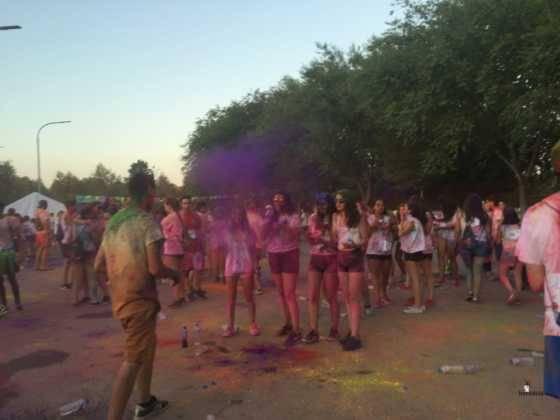 carrera herencia colours run con movil de 63 560x420 - La Marcha Herencia Colours mueve a más de 600 herencianos