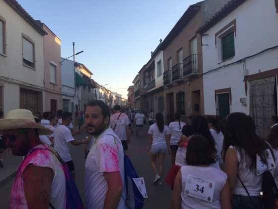 carrera herencia colours run con movil de 8 560x420 - La Marcha Herencia Colours mueve a más de 600 herencianos