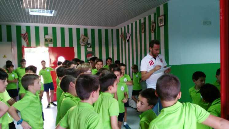chicos en campus de futbol herencia 746x420 - Finalizado el III Campus de fútbol Herencia