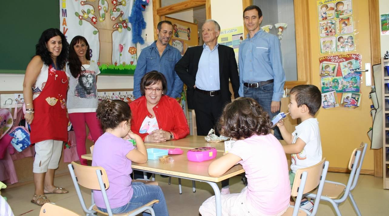 Carmen Olmedo visita colegio (archivo)