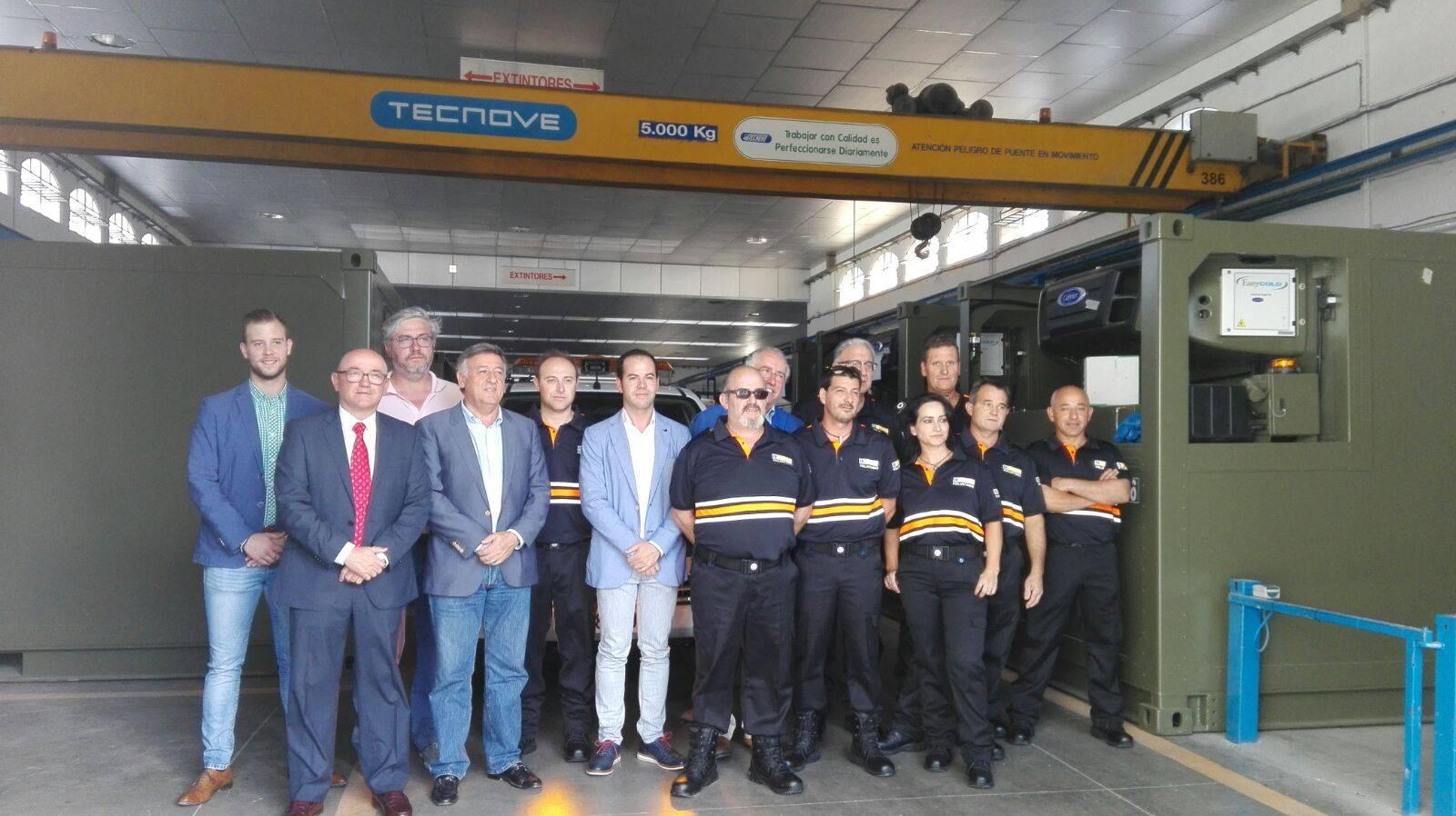Grupo de protección civil, ayuntamiento y representantes de grupo tecnove
