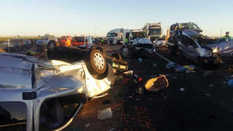 accidente en autovia a 4 en manzanares dia 18 agosto 2016 2 747x420 - Dos muertos y 39 heridos en un accidente múltiple en la A-4 a la altura de Manzanares