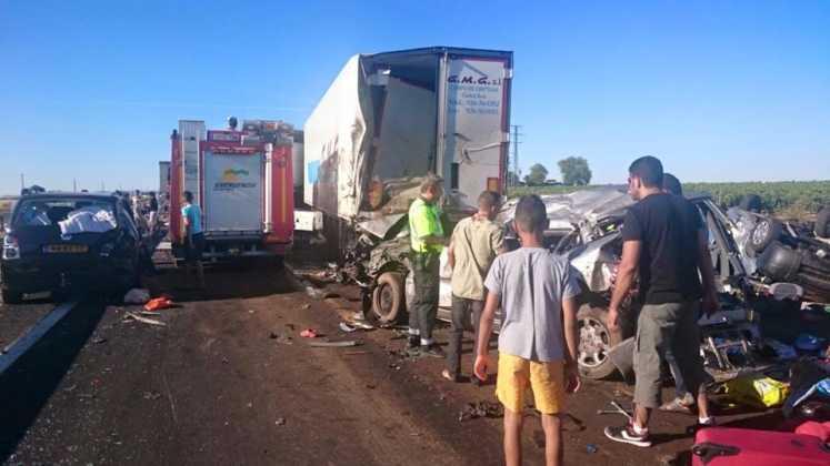 accidente en autovia a 4 en manzanares dia 18 agosto 2016 3 747x420 - Dos muertos y 39 heridos en un accidente múltiple en la A-4 a la altura de Manzanares