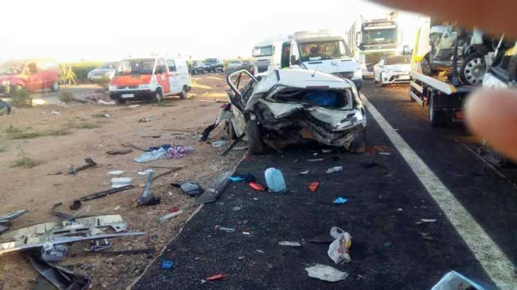 accidente en autovia a 4 en manzanares dia 18 agosto 2016 5 747x420 - Dos muertos y 39 heridos en un accidente múltiple en la A-4 a la altura de Manzanares