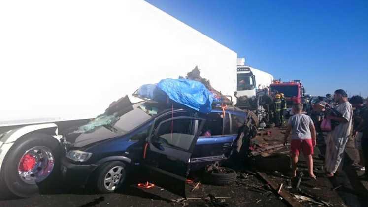 accidente en autovia a 4 en manzanares dia 18 agosto 2016 6 747x420 - Dos muertos y 39 heridos en un accidente múltiple en la A-4 a la altura de Manzanares