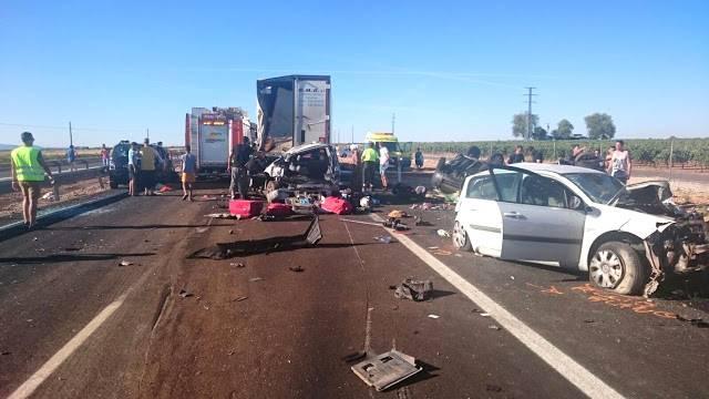 accidente en autovia a 4 en manzanares dia 18 agosto 2016 7 - Dos muertos y 39 heridos en un accidente múltiple en la A-4 a la altura de Manzanares