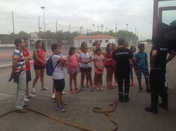 Policía Local y Bomberos visitan la Escuela de Verano 2