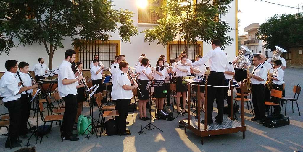 concierto de verano en arenales de san gregorio con agrupacion musical herencia