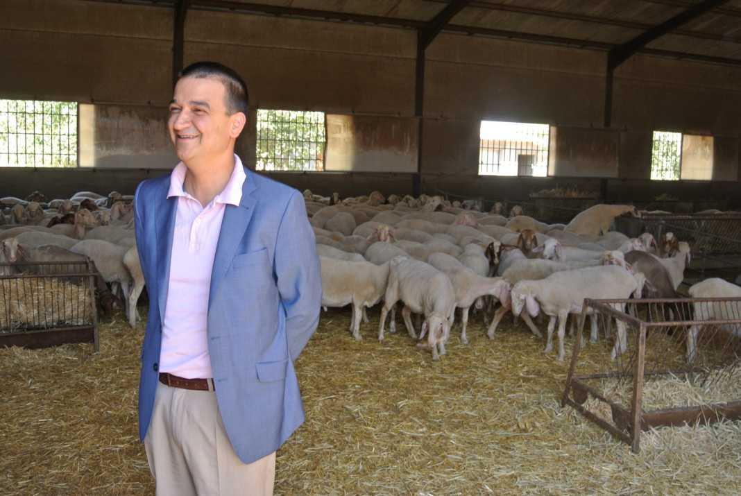 Visita de consejero de Agricultura a Herencia y medidas de Bruselas para el vacuno de leche 1