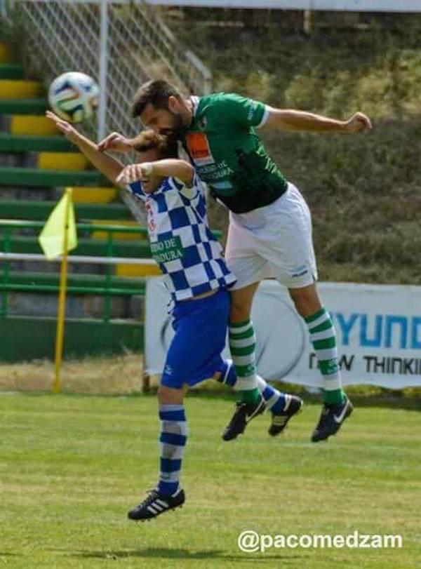 elias molina prados jugando futbol 2 - Elias Molina retorna al Club Polideportivo Cacereño SAD