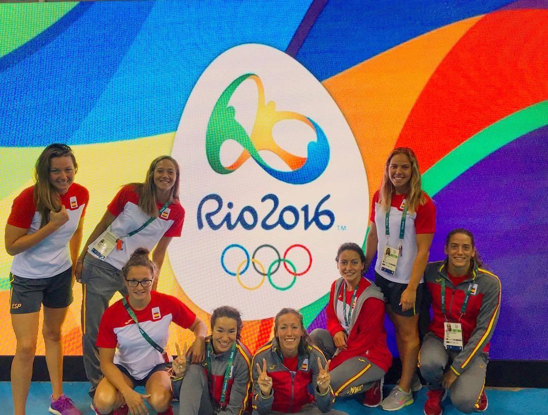 Equipo Olímpico de Natación Femenino español a su llegada a Río 2016