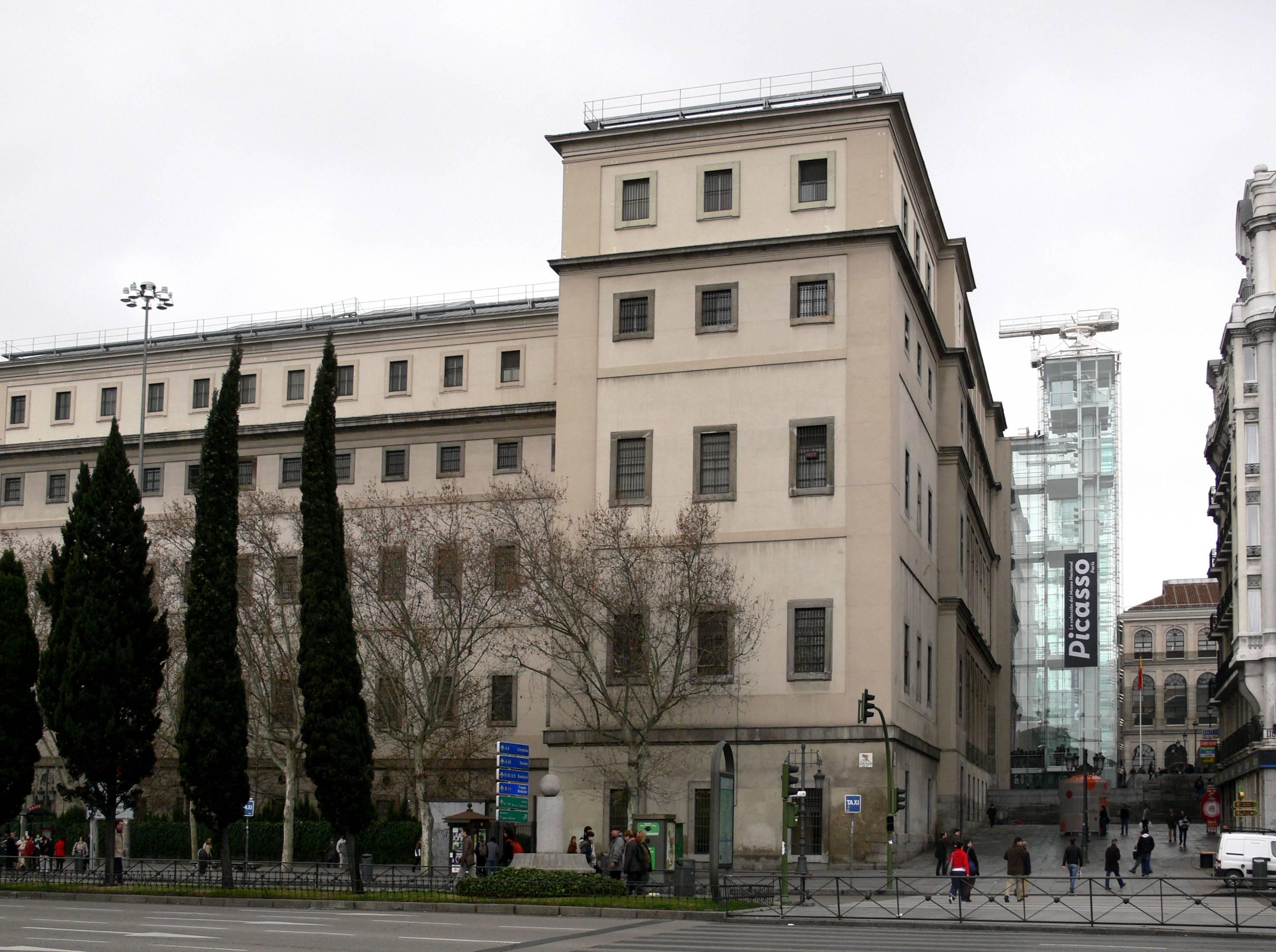 El edificio de Francesco Sabatini que compartieron desde 1781 el Hospital General y el Colegio de Cirugía, actualmente ocupado por el Centro de Arte Reina Sofía. Al fondo, el edificio de Isidro González Velázquez donde se trasladó el Colegio en 1831 que actualmente acoge el Colegio de Médicos de Madrid.