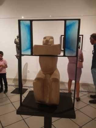 28Exposicion La vision narrativa de Francisco Arraez y Valentin Romero 315x420 - Exposición de escultura y pintura de Francisco Arráez y Valentín Romero