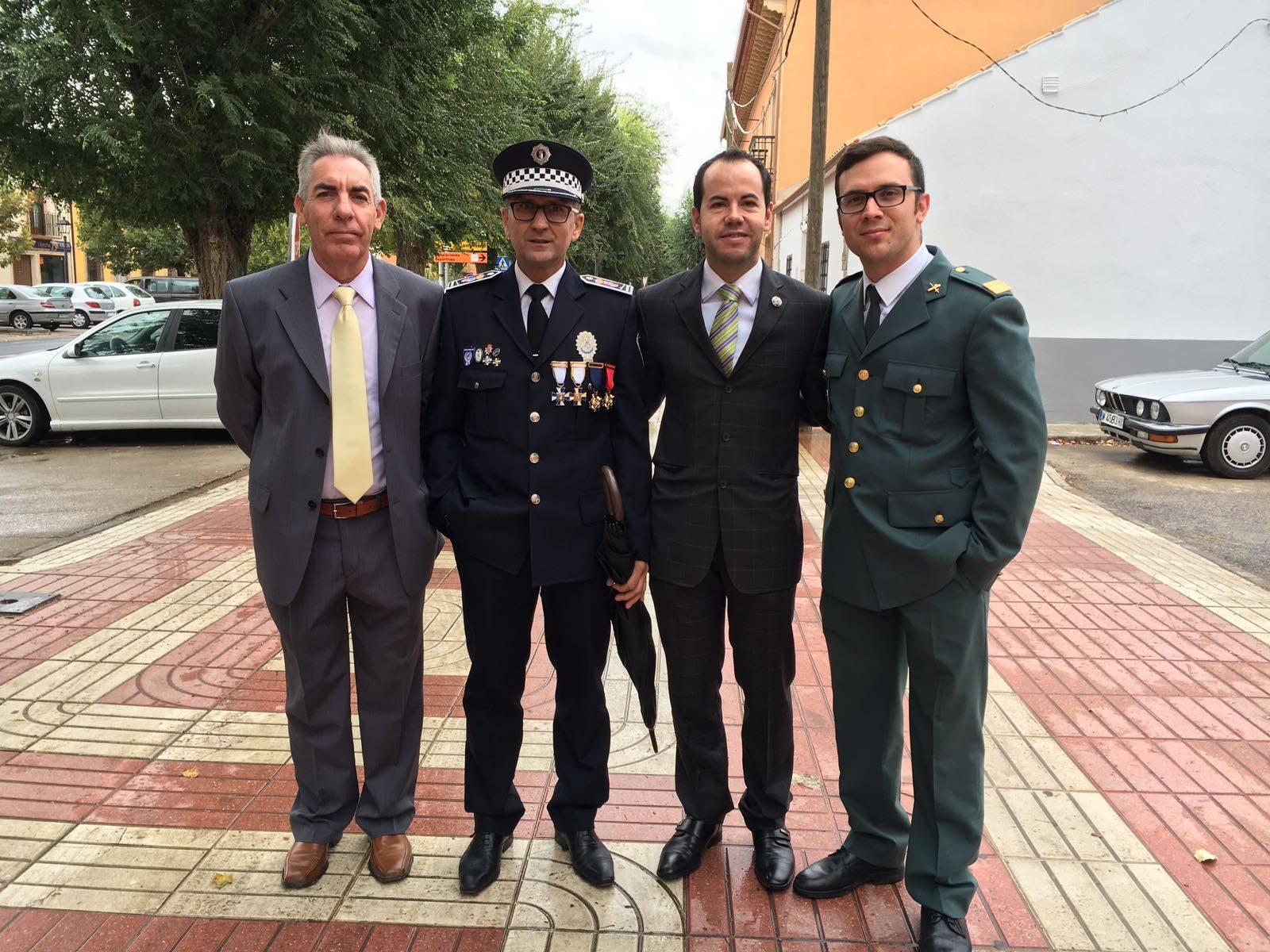 alcalde con autoridades seguridad en herencia - Herencia celebró la festividad de la Guardia Civil