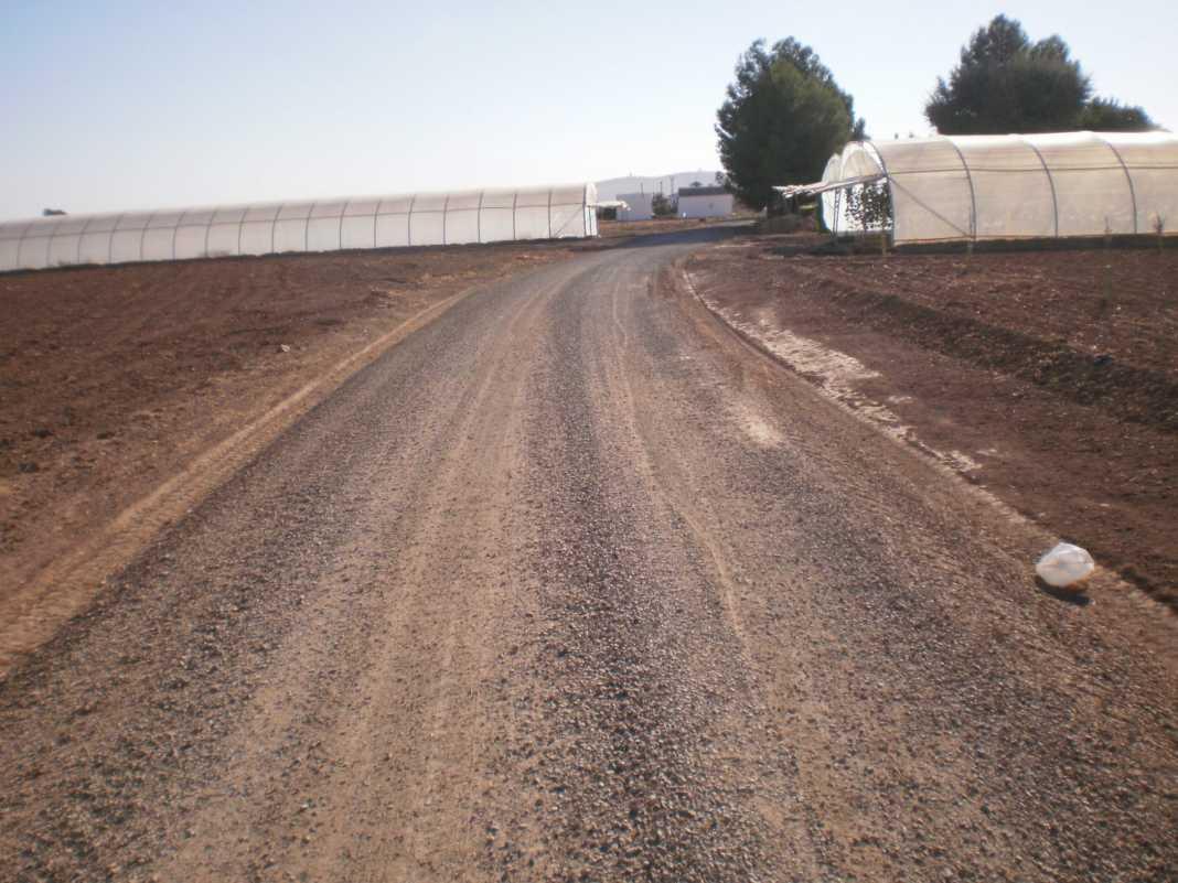 Herencia realiza arreglos en varios caminos rurales del municipio 1
