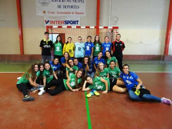 balonmano femenino herencia 560x420 - Más de 450 deportistas en la presentación de la temporada de balonmano 2016-2017