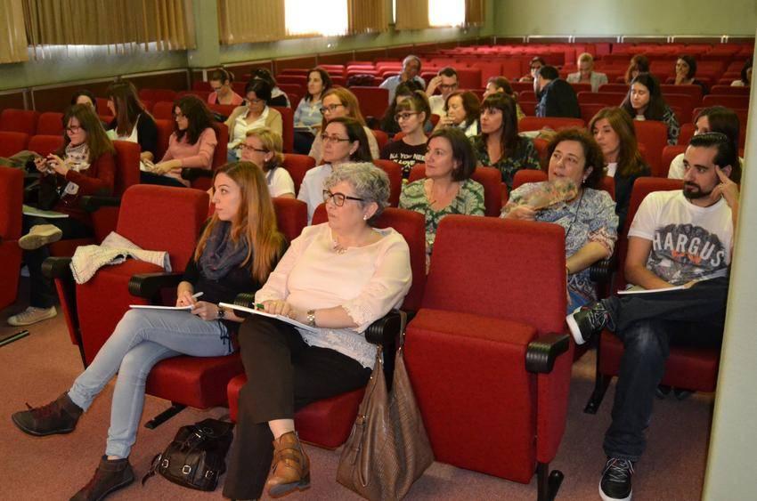 cof ciudad real menopausia asistentes 2 - Los farmacéuticos ciudadrealeños actualizan conocimientos sobre cómo combatir el insomnio en la menopausia